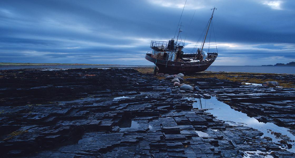 Заброшенный корабль полуострове Рыбачий